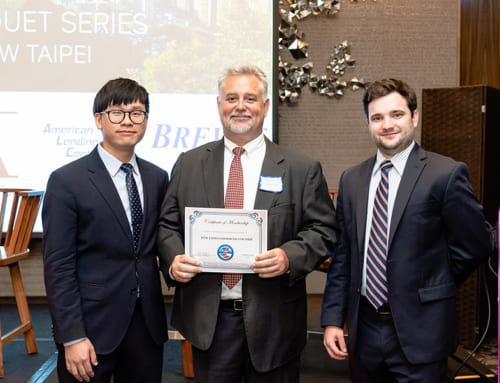 David Enterline received certificate at IIUSA Banquet